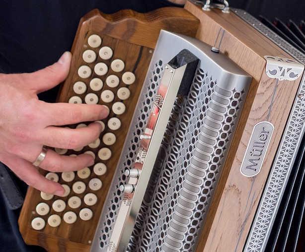 Steirische Harmonika richtig halten rechte Hand